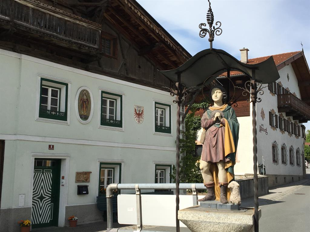 Dorfbrunnen in Mutters