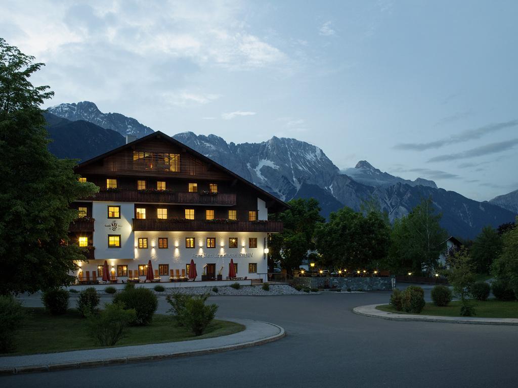 Familienlandhotel-Stern-bei-Nacht.jpg