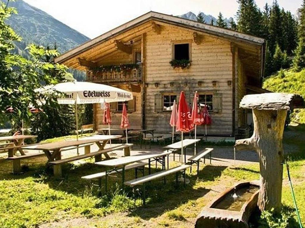 Jausenstation Schafalm im Sommer